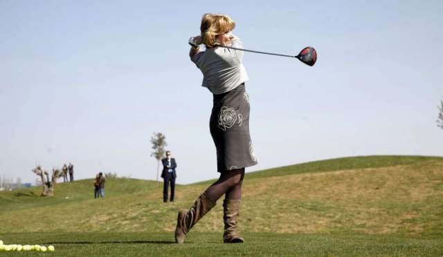 The former President of the Regional Parliament promotes golf as a fashionable sport for Madrid